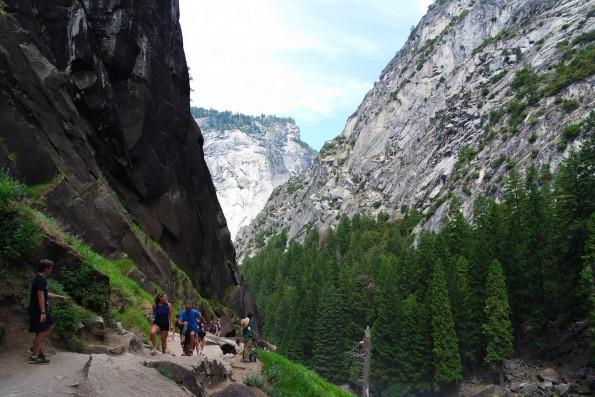 hiking yosemite mist trail