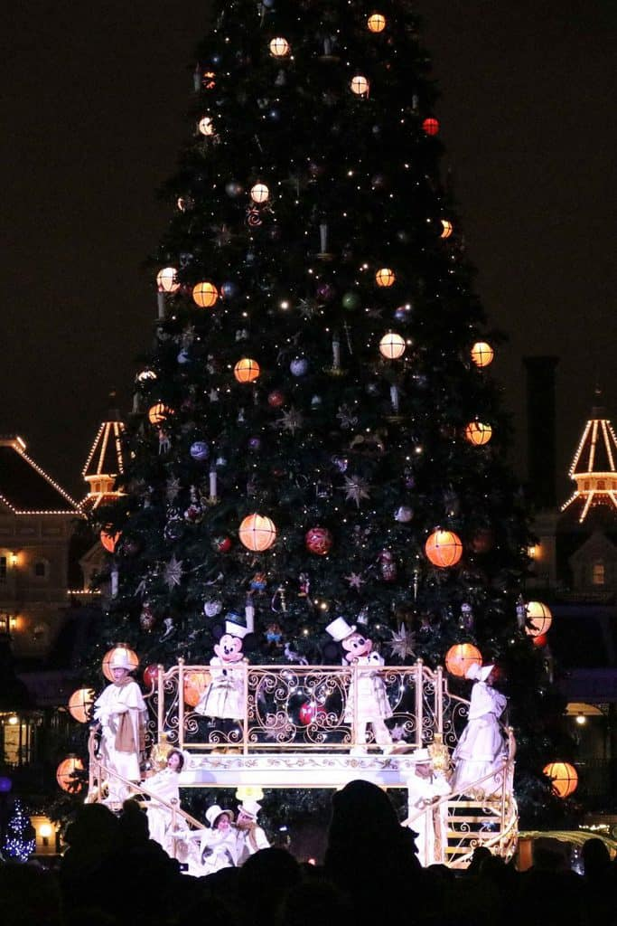 Mickey Minnie Christmas tree Disneyland Paris