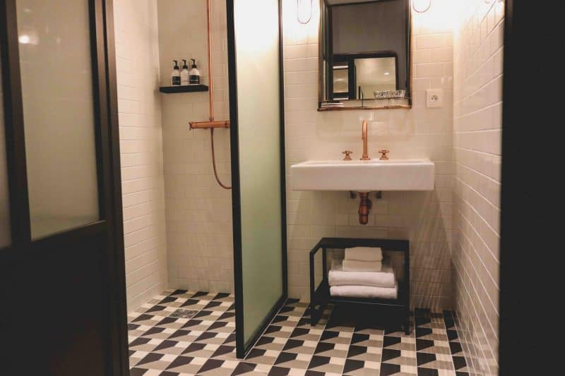 hoxton hotel paris bathroom