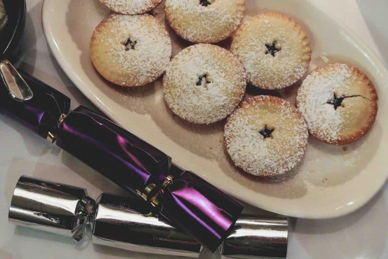 mince pies christmas crackers