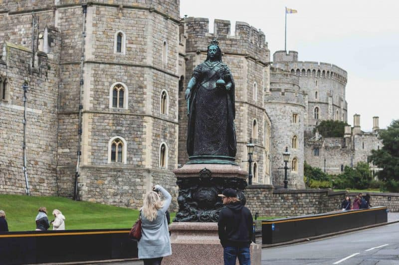 Queen Victoria Windsor statue